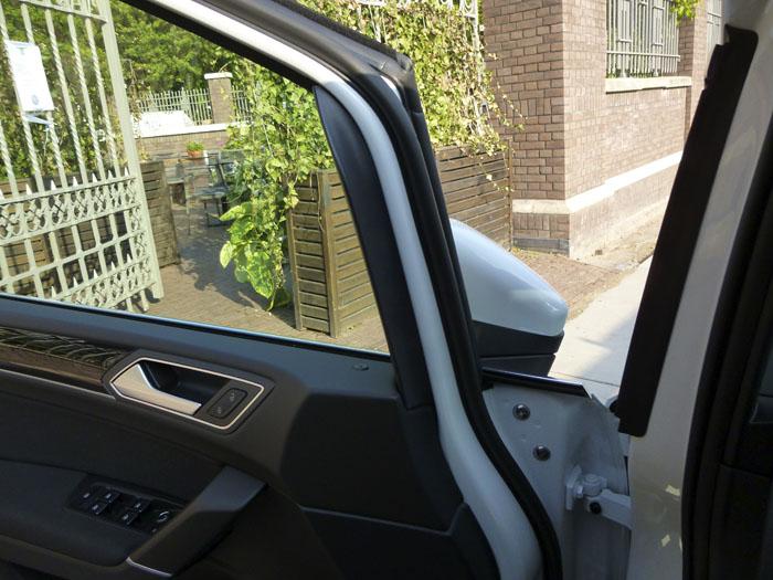 Volkswagen Touran. Union puerta salpicadero. Puerta abierta
