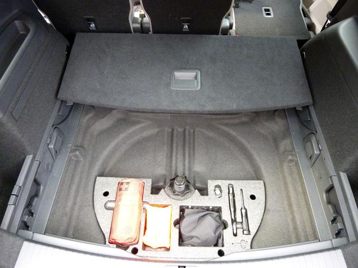 Volkswagen Touran. No spare wheel.
