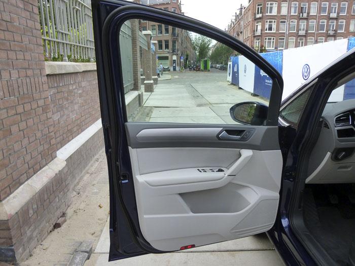 Volkswagen Touran. Puerta delantera izquierda