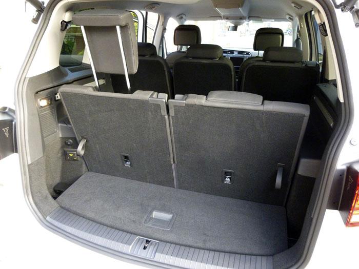 Volkswagen Touran. 7 plazas. Reposacabezas posterior