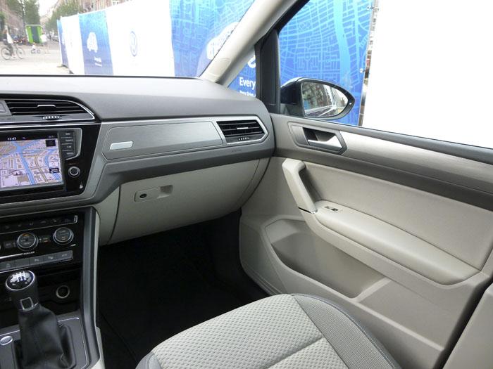 Volkswagen Touran. Puerta delantera derecha