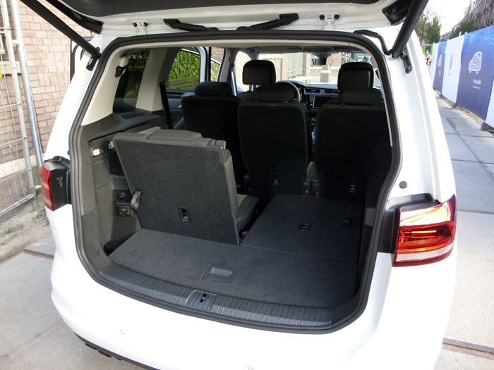 Volkswagen Touran. 7 plazas. Un asiento plegado.