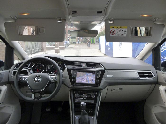Volkswagen Touran. Parasoles