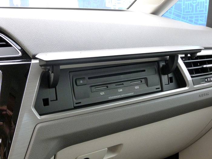 Volkswagen Touran. Media box
