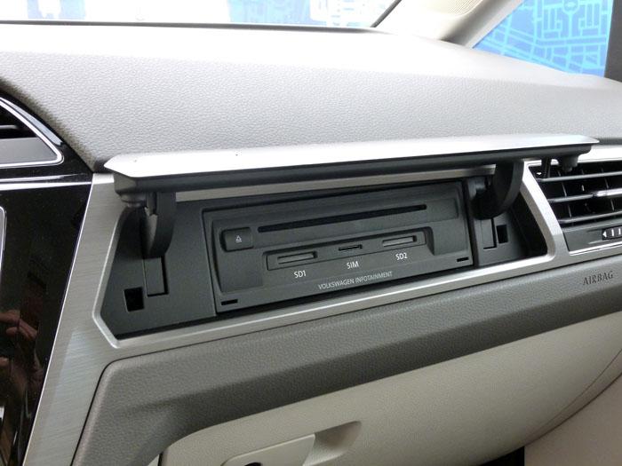Volkswagen Touran. Media box