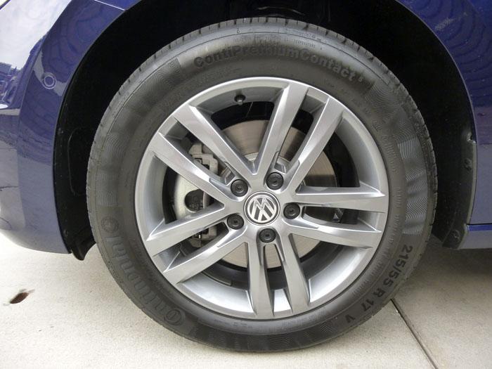 Volkswagen Touran. Llanta y neumático.