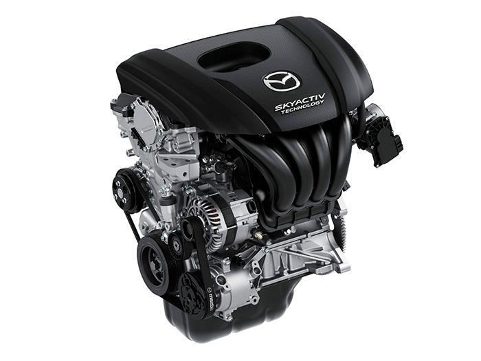 El gran protagonista: motor 1.5 atmosférico de gasolina de 90 CV, que consume menos que el proverbial mechero; y eso con sólo cinco marchas. Con esta prueba, la tecnología SkyActive atmosférica de alta compresión le da un golpe casi definitivo a la moda de la miniaturización con turbo.