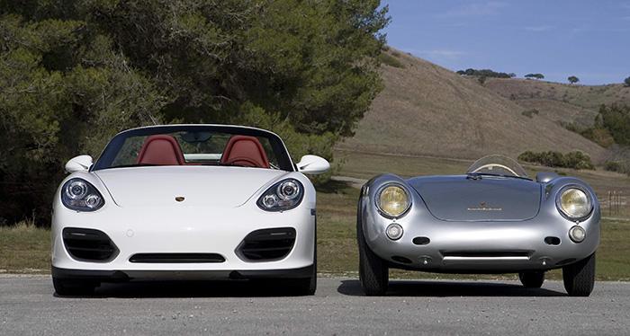 Por mucho que en Porsche se empeñen, las seis décadas que separan a los dos Spyder -550 de 1954/5 y Boxster actual- se dejan notar, y mucho; al margen de que ambos lleven motor central. Pero el Boxster pesa dos veces y media lo que el 550, tiene más del triple de potencia, seis marchas en vez de cuatro, y aun siendo bajo (1,26 metros, con parabrisas), todavía parece el padre del mínimo deportivo de mediados del pasado siglo.