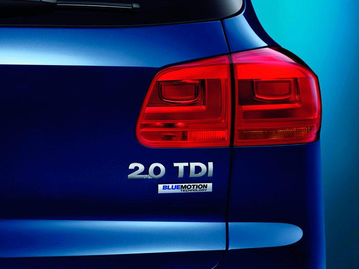 """Seguimos en las mismas con el color de los fondos: del verde pasamos al azul, para un coche azul. Como en el de nuestra prueba (y en cualquier otro) lo de """"Blue Motion Technology"""" está de más, pues prácticamente todos los VW lo son ahora. Los auténticamente distintos, y optimizados, son los """"Blue Motion"""" a secas, aunque suene """"a menos""""."""