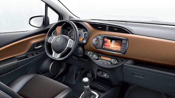 Un diseño no muy integrado, pero al menos no demasiado  complicado de interpretar en su contenido; se aprecia que hay versiones con llave en la caña de dirección, y con botón de arranque y parada del motor.