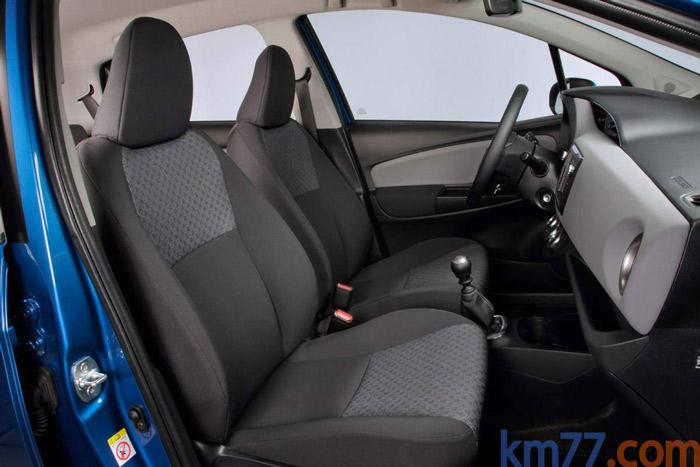 En esta foto de un acabado Active, como era el de nuestra prueba, se advierte que el contacto y la puesta en marcha es mediante llave bajo el volante.