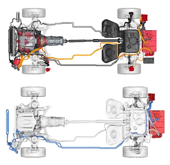 Dos vistas idénticas de la implantación mecánica del Panamera: en rojo se señalan los elementos de impulsión exclusivamente eléctricos, y en azul, el circuito de refrigeración de la batería situada atrás, con el radiador en el frontal. La cantidad metros de cableado y tuberías es realmente importante.