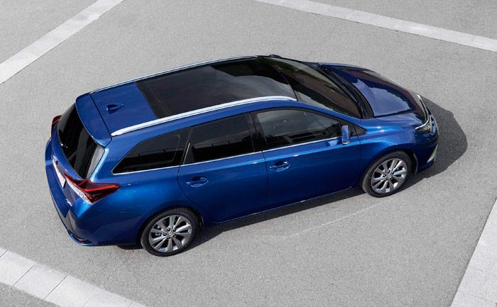 """En este enfoque se aprecia muy bien el """"pedazo de coche"""" que te llevas si adquieres un Auris Touring Sports."""
