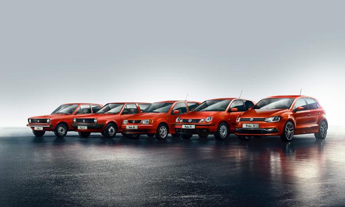 Las cinco generaciones del VW Polo, reunidas para celebrar el 40 aniversario del modelo aparecido en 1975. Como la actual quinta apareció en 2009, la vida media de las anteriores ha sido de ocho años y medio. En el caso de la quinta, la versión inicial aguantó cinco años sin el menor retoque (mecánicas aparte), ya que el mínimo facelifting del Polo actual (ya que no es un restyling) no llegó hasta el Salón de Ginebra de 2014.