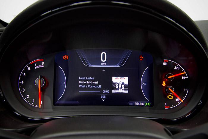 Pantalla central tipo Digital Cockpit del audi - volkswagen Insignia_5