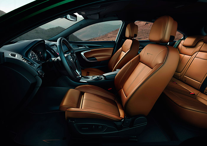 Opel lleva años trabajando muy a fondo el tema de los asientos, con asesoramiento médico universitario; y en este renovado Insignia pareced haber vuelto, aunque con mayor sofisticación, hacia el diseño que hace algunas décadas le dieron justa fama a sus asientos.
