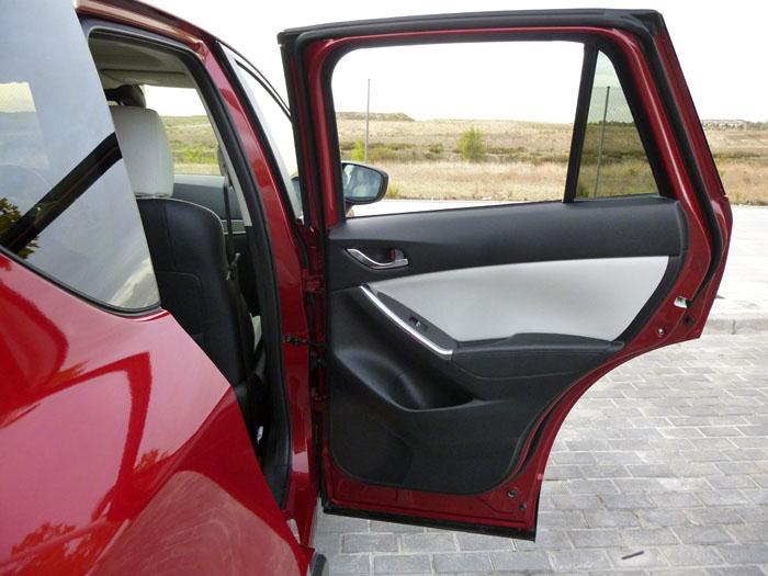 Mazda CX-5. La ventanilla posterior se esconde completamente.