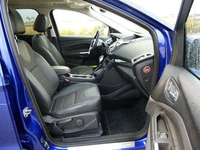 Ford Kuga. Acceso a los asientos delanteros
