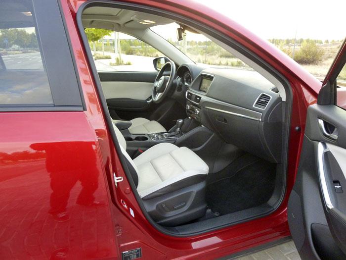 Mazda CX-5. Acceso a los asientos delanteros