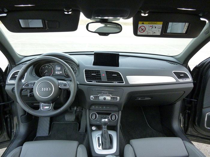 Audi Q3. Un salpicadero cuidado, pero que no tiene este aspecto de serie
