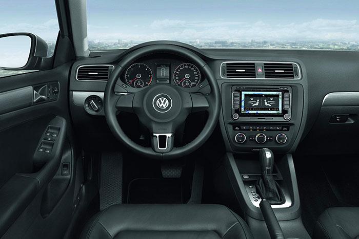 Por una vez, conseguimos una foto de interior que corresponde exactamente a la unidad probada: cambio DSG, y cuentarrevoluciones con la línea roja en 5.000, indicando que se trata de un turbodiesel.