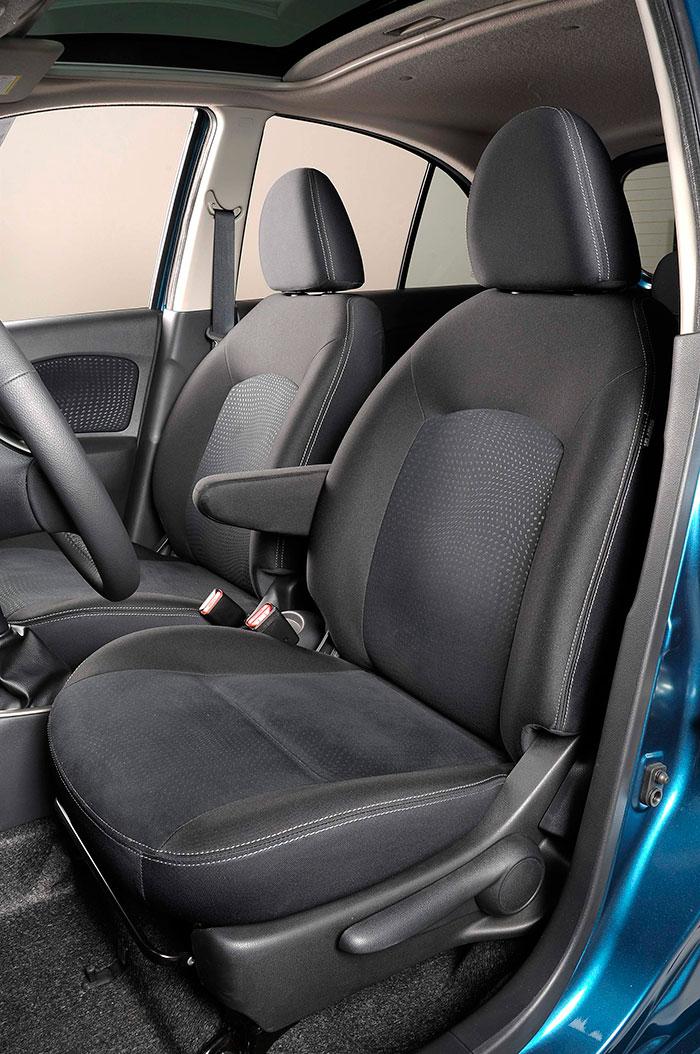 """Como bien se dice en el texto de la toma de contacto con este coche en """"km77"""", los asientos de forma poco moldeada no son de los que sujetan con firmeza el cuerpo. Pero tampoco el coche es de los que inviten a conducir con un ritmo de fuertes apoyos laterales."""