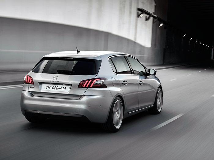 Los pilotos traseros, con las huellas de las garras del león, son el otro detalle, junto al nuevo frontal, que define a los Peugeot modernos.