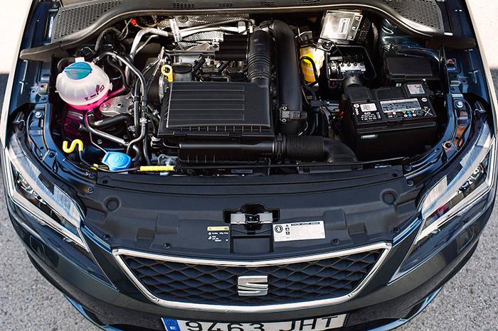 El ligero y compacto cuatro cilindros TSI ocupa muy poco espacio bajo el capó, pero el resto de elementos periféricos se encargan de compensarlo más que de sobras.