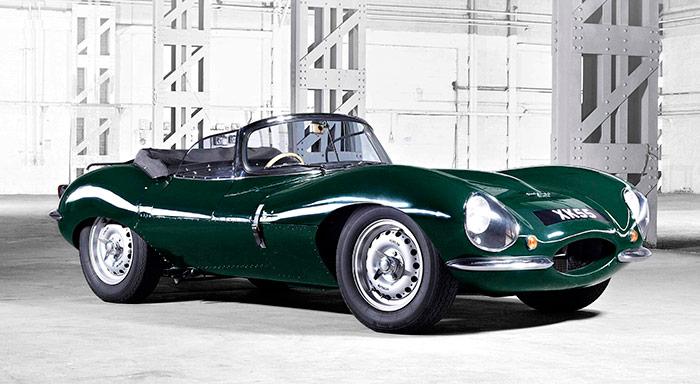 """El Jaguar XK-SS: un Sport de competición pura reconvertido a """"coche de calle"""" mediante el sencillo procedimiento de, básicamente, incorporarle un parabrisas normal, y duplicarle la portezuela y el asiento en el lado izquierdo. Y ahora nacerán nueve unidades idénticas pero de mejor calidad todavía, artesanalmente fabricadas en sustitución de las que se quemaron y no llegaron nunca a rodar."""