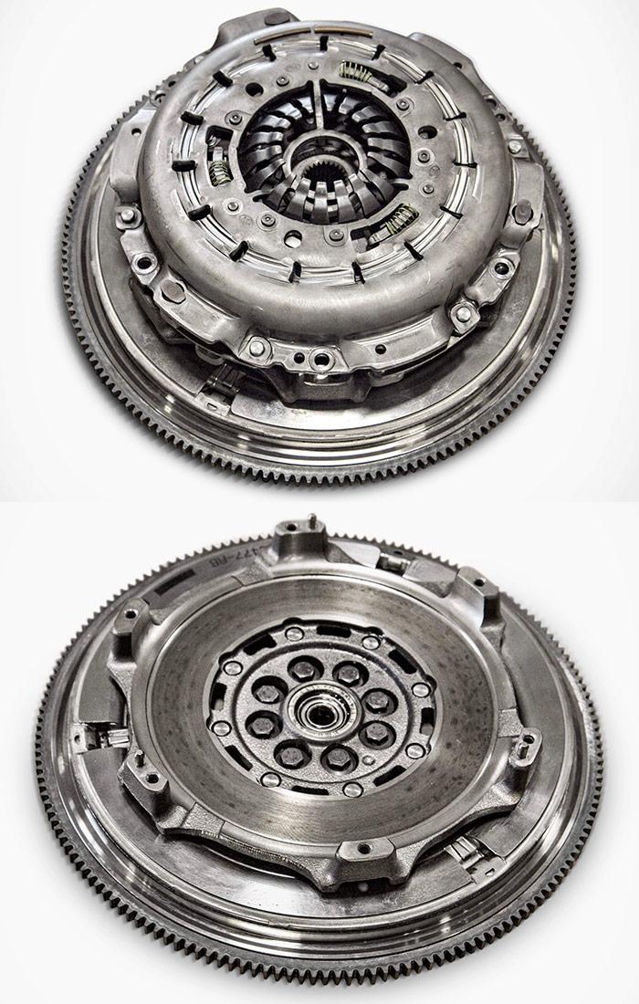 Aquí tenemos el volante de doble masa (diámetro grande) y la pista de rozamiento del embrague (que es más pequeño, al ser doble), que en la segunda foto aparece ya montado.