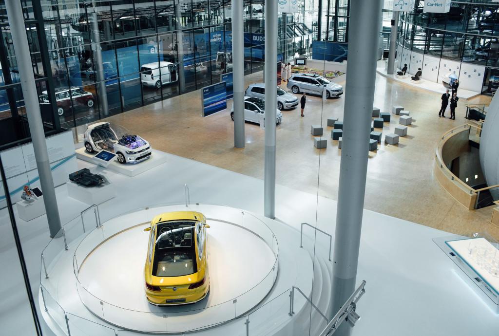 la-fabrica-de-cristal-nuevo-escaparate-de-la-innovacion-en-movilidad-electrica-y-digitalizacion-de-la-marca-volkswagen