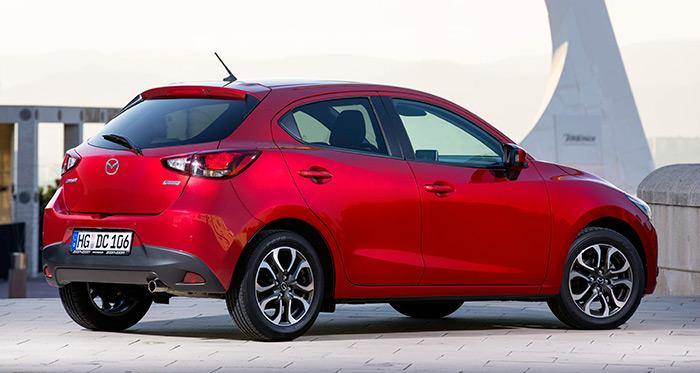 Quizás sea por el color rojo, o por el perfil tirando a deportivo y prestacional de ambas marcas, pero el caso es que resulta fácil encontrar similitudes entre un Mazda y un Alfa-Romeo del mismo segmento.