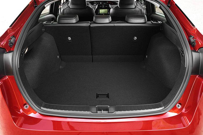 El maletero ha ganado en capacidad (mayor altura) al haberse trasladado la batería bajo el asiento posterior.