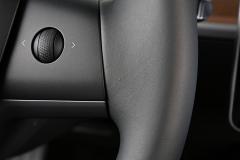 En el tapizado del volante hay una pequeña imperfección