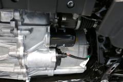 Vista del motor trasero y del filtro del aceite encargado de refrigerar el motor.