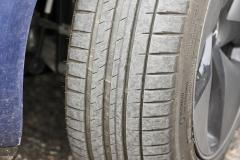 Estado inicial del neumático delantero izquierdo.