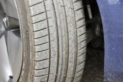Estado inicial del neumático delantero derecho.