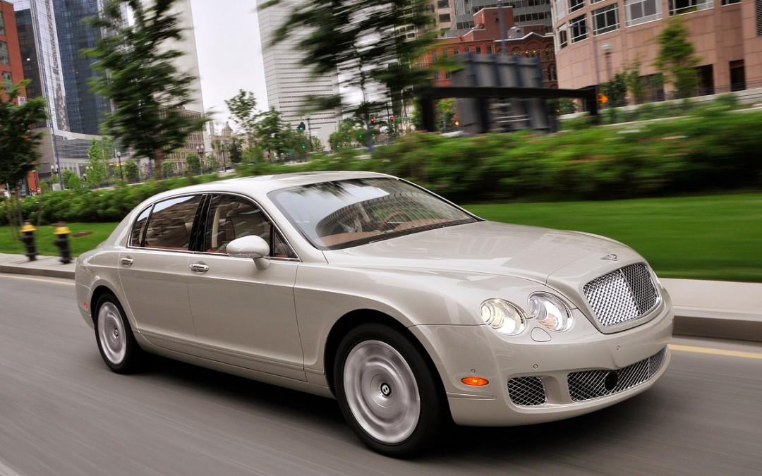 Bentley pone a la venta el Continental Flying Spur 2009, una berlina de lujo al alcance de unos pocos.
