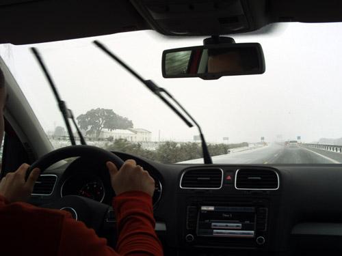Volkswagen Golf. 100.000 km. Carretera nevada. A-31.