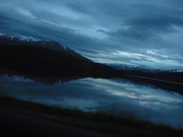 0006-reflejo en fiordo. Media noche.