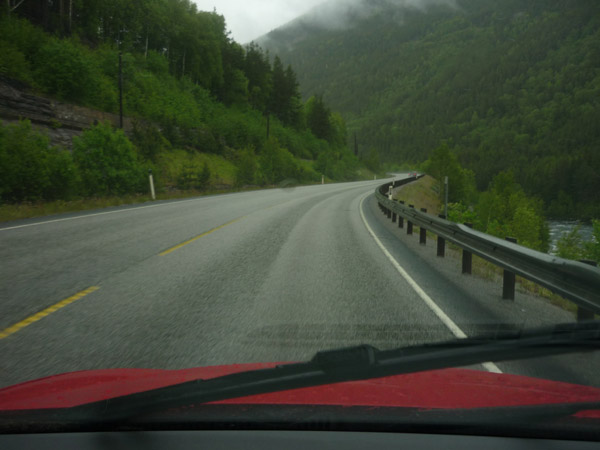 Noruega. Carretera-mojada