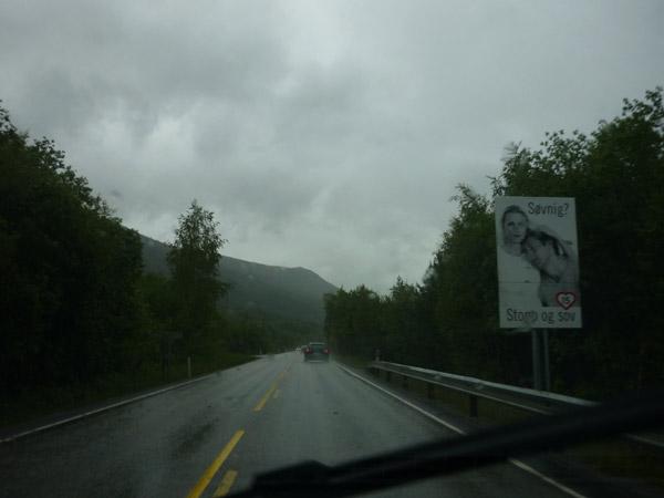 Dos tipos de líneas dicontinuas. Noruega.