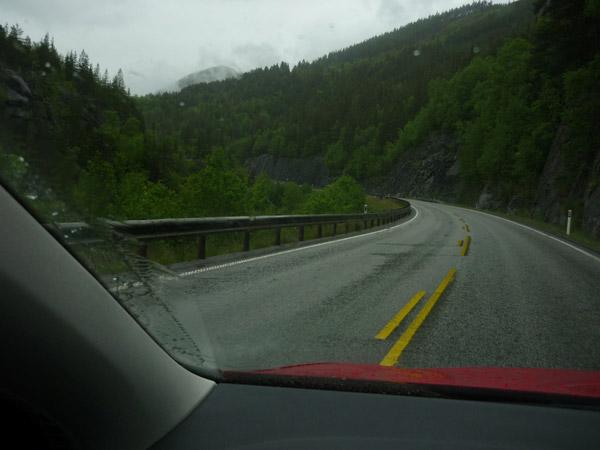 Norway. Línea continua-discontinua