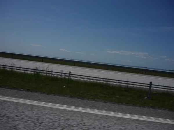 Mar plano. Trópico - Círculo Ártico. Suecia. Volkswagen Golf.