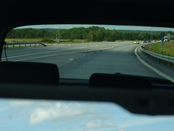 Coche con sirenas. Carretera E-6. Suecia. Cerca de Noruega.