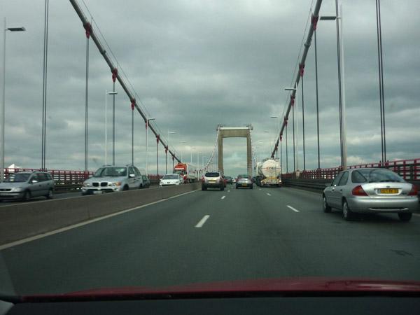 Volkswagen Golf. Del trópico al Ártico. Autopista A-10. Francia. Puente Burdeos.