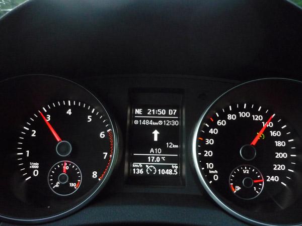 Volkswagen Golf. Del trópico al Ártico. Autopista A-10. Francia. Hora de puesta del sol.