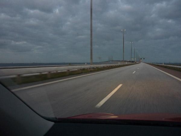 Puente Dinamarca - Suecia. Del trópico al Círculo Polar. Salida túnel. 100.000 km en Volkswagen Golf.