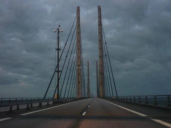 Pilares centrales. Puente Dinamarca - Suecia. Del trópico al Círculo Polar. 100.000 km en Volkswagen Golf.