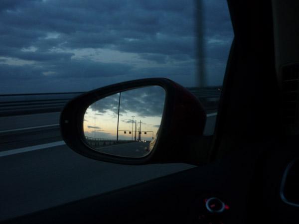 Puente Dinamarca - Suecia. Retrovisor. Del trópico al Círculo Polar. 100.000 km en Volkswagen Golf.